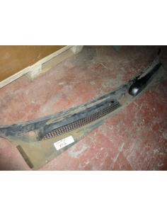Moldura inferior limpia parabrisas Mahindra 2010