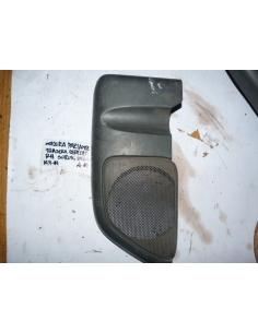 Molduta tapa parlante trasera derecha RH Suzuki Baleno 1998 station wagon